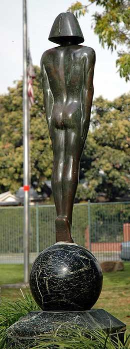 Rudolph Valentino in De Longpre Park