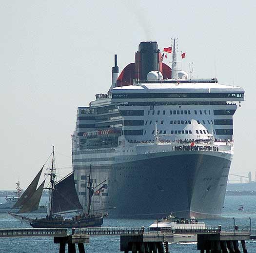 Queen Mary 2 in Long Beach