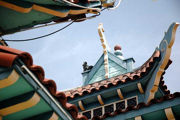 Los Angeles' Chinatown, Roofs
