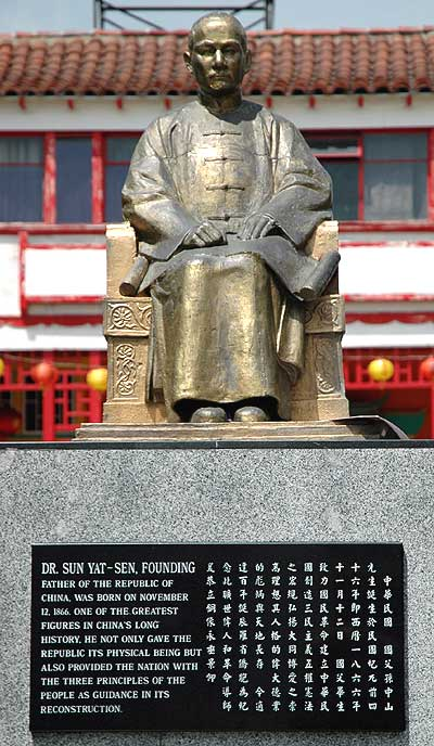 Sun Yat-Sen statue - Los Angeles' Chinatown 