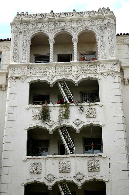 Italianate apartment building in Hollywood...