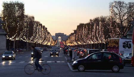 Champs Elysées at twilight, December 2005