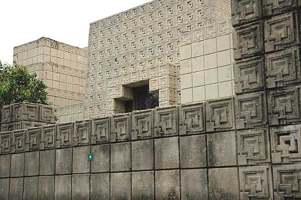 Ennis House - Frank Lloyd Wright - 12/18/05