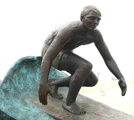 Hermosa Beach surfer statue, 22 December 2005