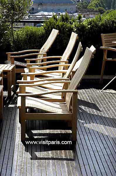 Samaritaine - chairs on rooftop