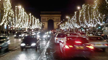 Champs Elysées, 3 December 2005, night -