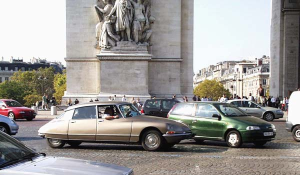 Citroën DS parade Paris 2005