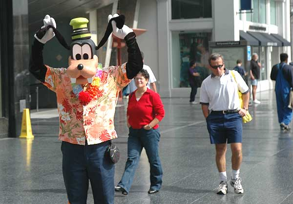 Goofy on Hollywood Blvd - 2005