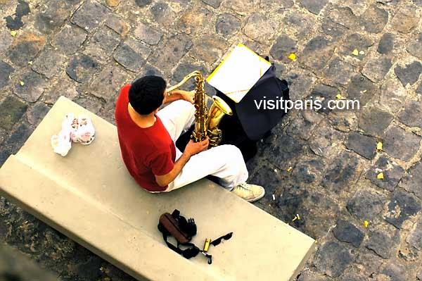 A little sax along the Seine...