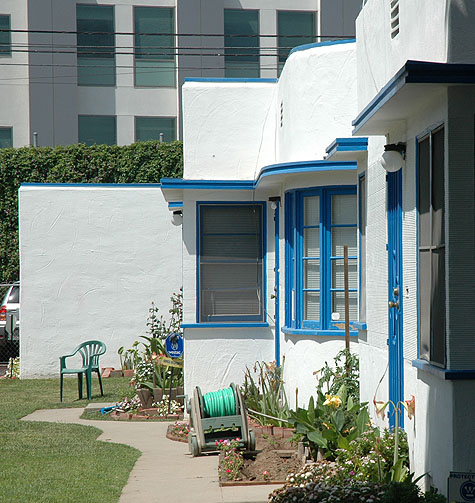 Streamline modern bungalow apartments (no cat)