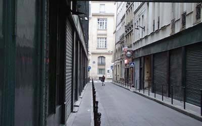Things are quiet behind La Samaritaine - 25 Nov 05