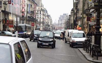 Matching Smart Cars on rue de Rivoli - 25 Nov 2005