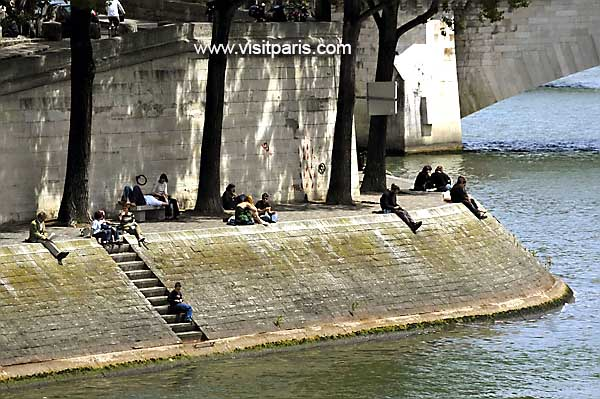 Paris lunch... on the Seine