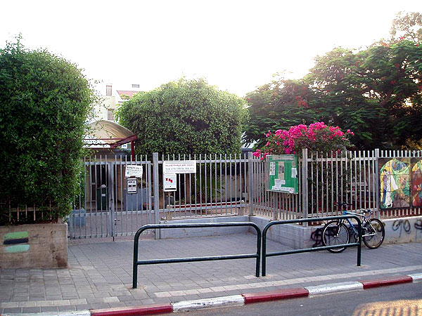Learning Hebrew is optional at the French school -